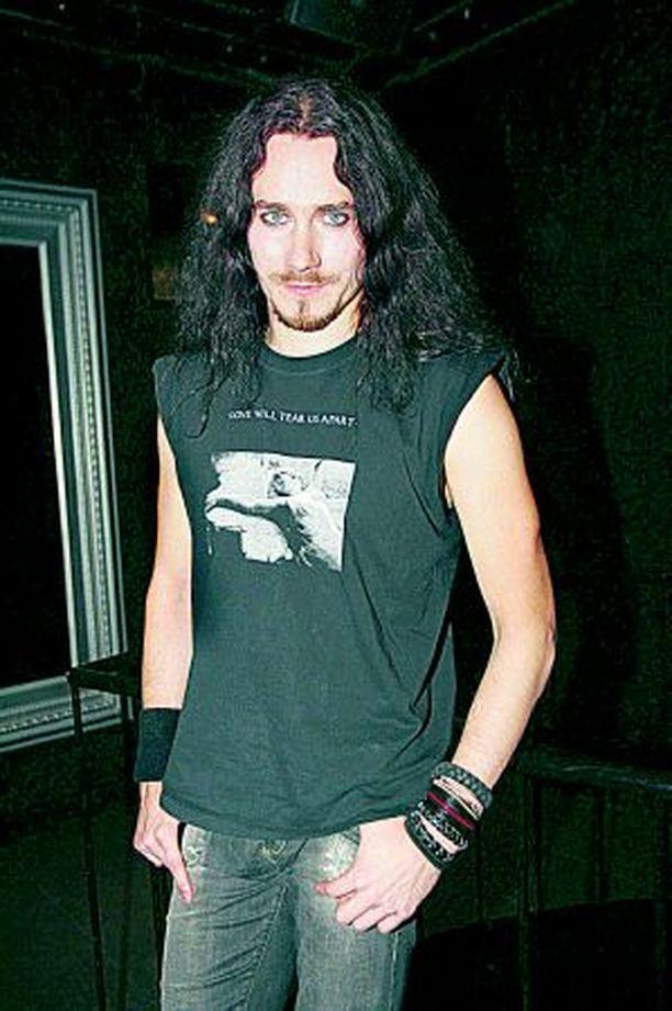 Tuomas Holopainen ei halua Nightwishin solistiksi playboy-mallia vaan hyvän tyypin.