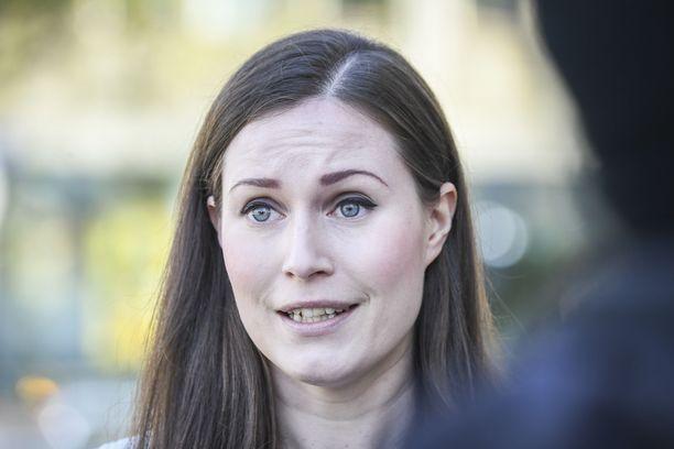 Sanna Marin joutui pääministeritaipaleensa aluksi poikkeukselliseen paikkaan.