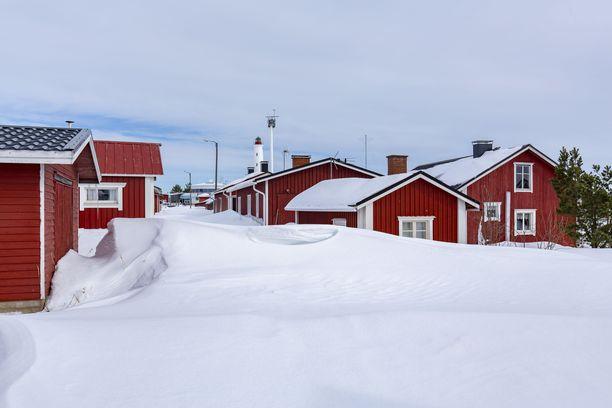 Vanha Marjanimenen kalastajakylä Hailuodossa talvella.