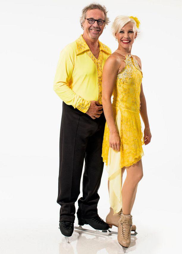 Kari Salmelainen tanssiparinsa Jenni Calvertin kanssa.