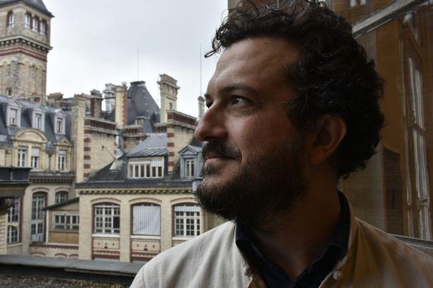 Professori Nicolas Hubé ei luota gallup-ennusteisiin, sillä niin moni ranskalaisista pohtii äänestämättä jättämistä.
