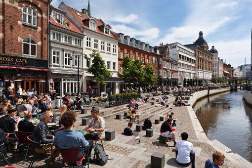Nuorekkaassa Århusissa on paljon kiinnostavia kahviloita ja ravintoloita.