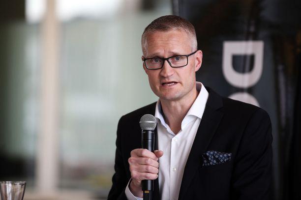 Professori Jarno Limnéll pääsi valtuustoon Espoossa.
