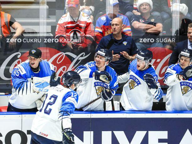 Leijonat jahtaa MM-kultaa Kanadaa vastaan.