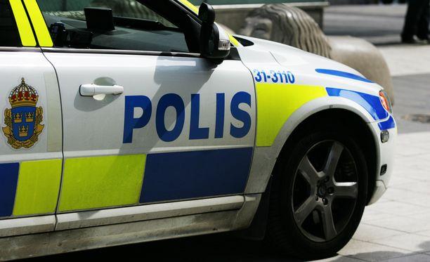 Poliisi joutui rauhoittelemaan isoa joukkotappelua vastaanottokeskuksessa.