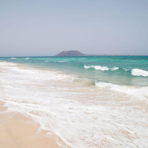 Isla de Lobosin saarelle päästäkseen on haettava lupaa. Saarelle saa tulla vain rajallinen määrä ihmisiä päivässä.