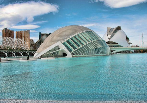 La Ciudad de las Artes y las Ciencias ihastuttaa mahtipontisella arkkitehtuurillaan.
