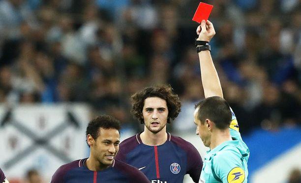 Neymaria punainen kortti lähinnä nauratti.