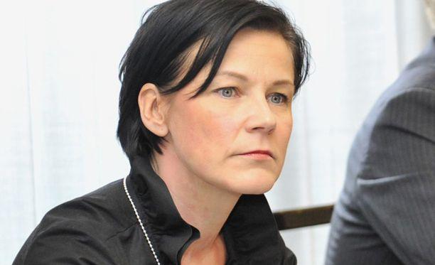 Marja Tiura jatkoi vaalikampanjointia poliisien varoituksista huolimatta.
