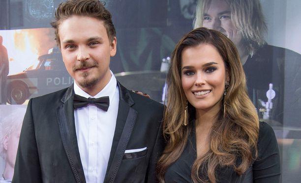 Roope Salminen ja Sara Sieppi esiintyivät ensimmäistä kertaa pariskuntana julkisuudessa Teit meistä kauniin -elokuvan punaisella matolla.