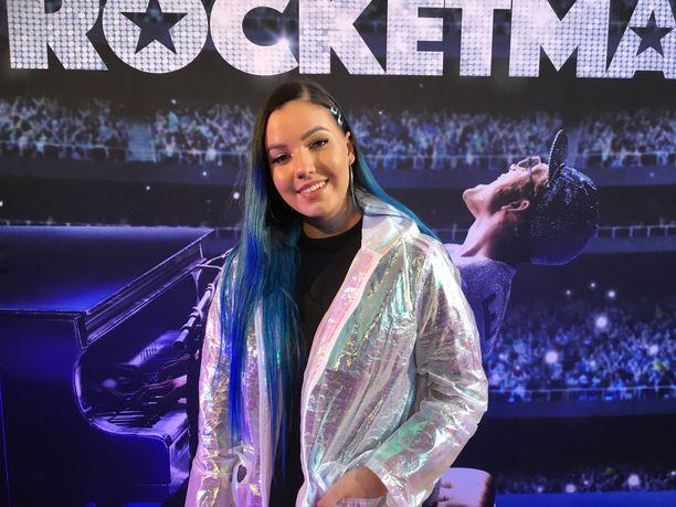 Laulaja Tuuli osallistui Elton Johnista kertovaan Rocketman-kutsuvierasensi-iltaan.
