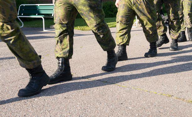 Armeija kiinnostaa Suomessa myös naisia.