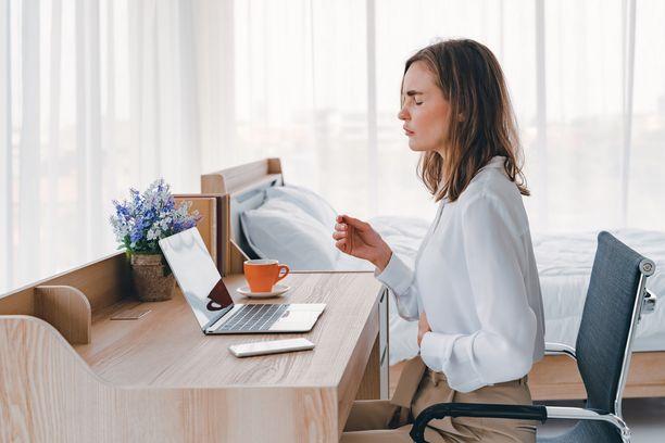 Tyypillisin IBS-oireista kärsivä henkilö on nuori istumatyötä tekevä nainen.
