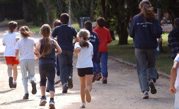 WSSF -järjestö toivoo, että koulujen liikuntatunneilla harjoitettaisiin myös tyttöjä kiinnostavia lajeja.