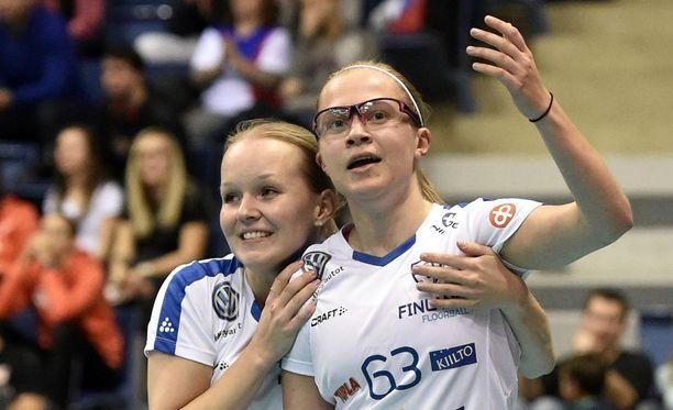Jenna Saari (vasemmalla) ja Veera Kauppi vuoden 2017 MM-finaalissa.