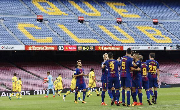 Camp Noun katsomossa lukee Més que un club (suom. enemmän kuin seura).