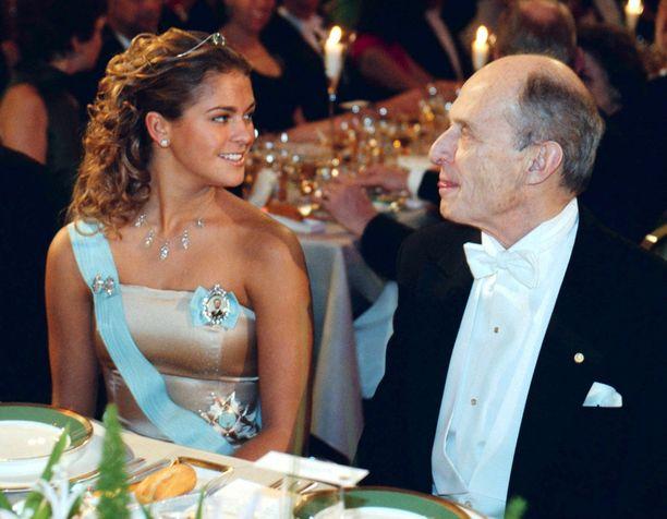 Vuonna 2000 Madeleine pukeutui nudenväriseen mekkoon.