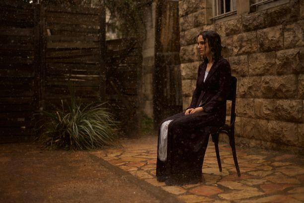 Natalie Portmanin esikoisohjaus on unenomainen ja surullinen tarina elämän ratkaisemattomista mysteereistä.