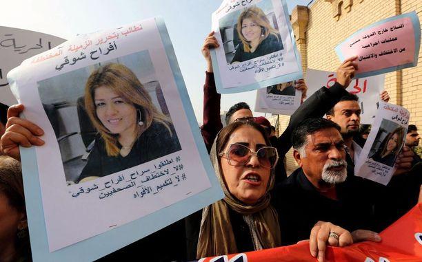 Mielenosoittajat vaativat Afrah Shawqi al-Qaisin vapauttamista Bagdadissa joulukuun 30. päivä.