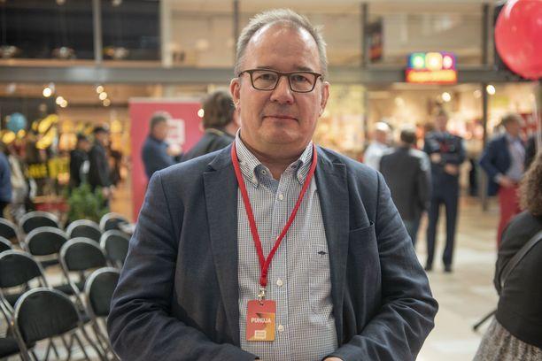 """""""Tämä on hyvin monimutkainen ja monitahoinen kysymys, johon ei ole helppoja ja yksinkertaisia ratkaisuja"""", supon päällikkö Antti Pelttari kommentoi al-Holin leiriläisten tilannetta."""