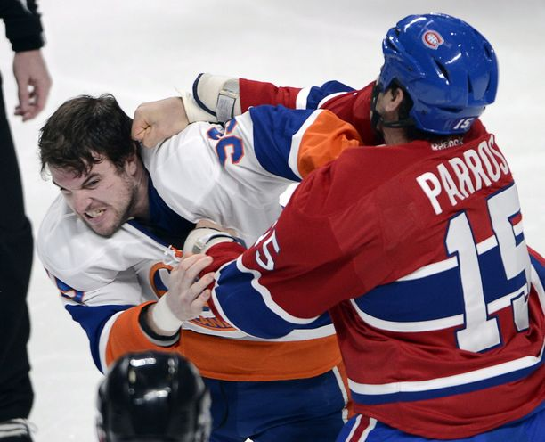 George Parros tappeli Brett Gallantin kanssa viime kaudella.