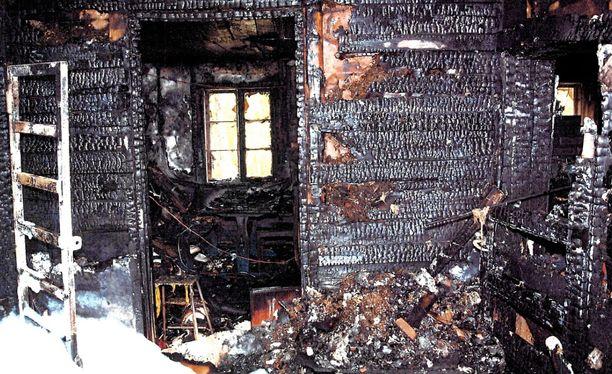Talo tuhoutui tulipalossa asumiskelvottomaksi.
