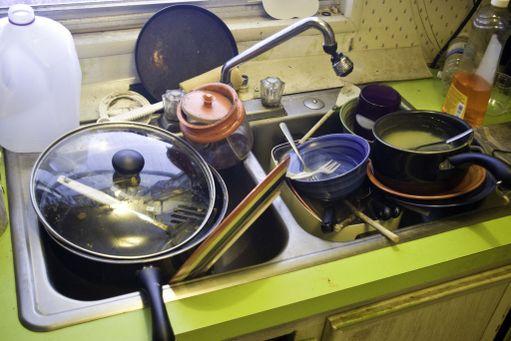 Likaiset astiat tekevät keittiöstä nopeasti sotkuisen näköisen.