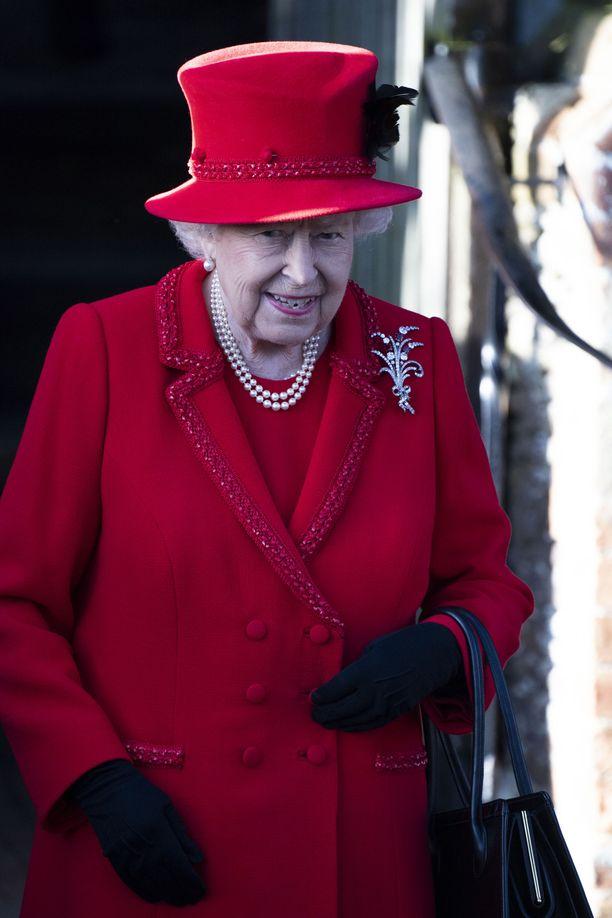 Kuningatar Elisabet on vaikeassa tilanteessa.