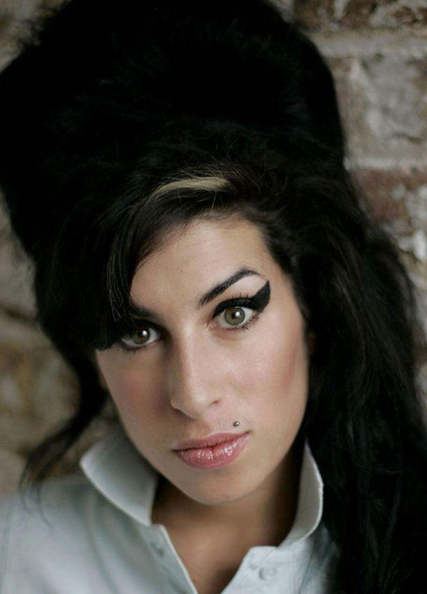 Amy Winehouse kerää otsikoita ympäri maailmaa.