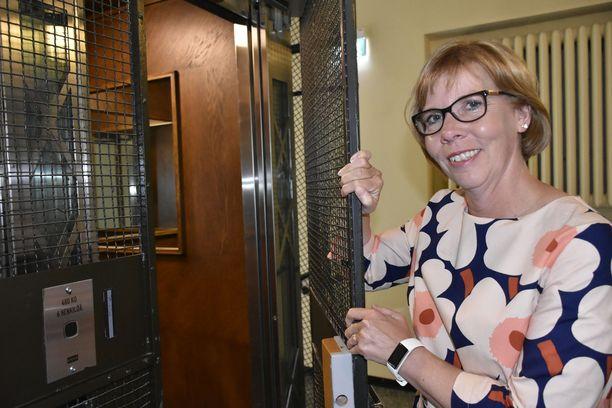 """""""Haluamme muuttaa maksuttoman rintasyöpäseulonnan ikärajoja nykyisestä 50–69 vuodesta 40–74 vuoteen"""", Rkp:n puheenjohtaja Anna-Maja Henriksson kertoo."""