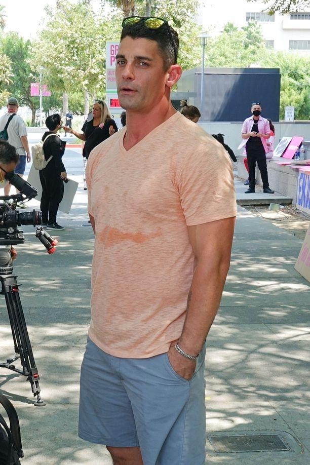 Jason osallistui Britney Spearsin tukimielenosoitukseen oikeustalon edessä elokuussa.