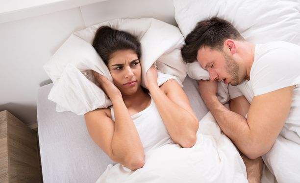 Uniapneastakin kertova kuorsaus häiritsee usein ensin puolisoa.