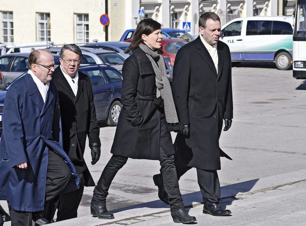 Anni Sinnemäkeä ja Jan Vapaavuorta on pidetty pormestarikisan ennakkosuosikkeina. Kuva vuodelta 2011.