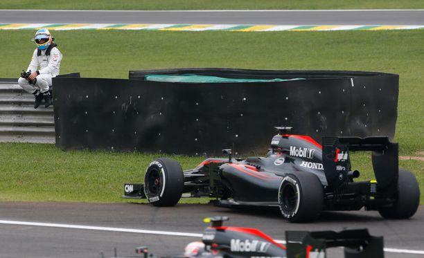 Fernando Alonson kisaviikonloppu ei mennyt putkeen, mutta ainakin mies loi vahingossa netti-ilmiön.