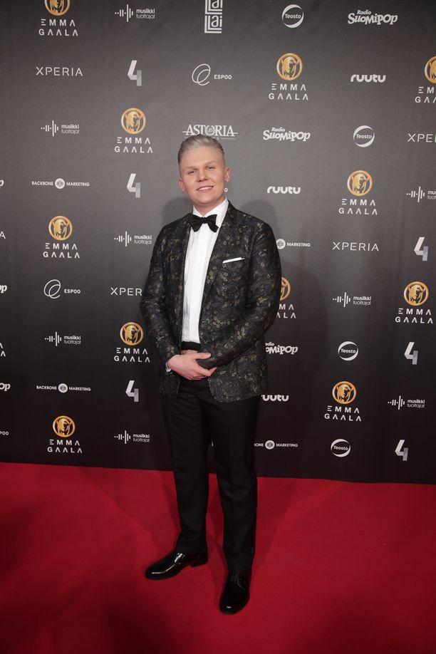 Arttu Lindeman valittiin yleisöäänin vuoden 2016 artistiksi kevään 2017 Emma-gaalassa.