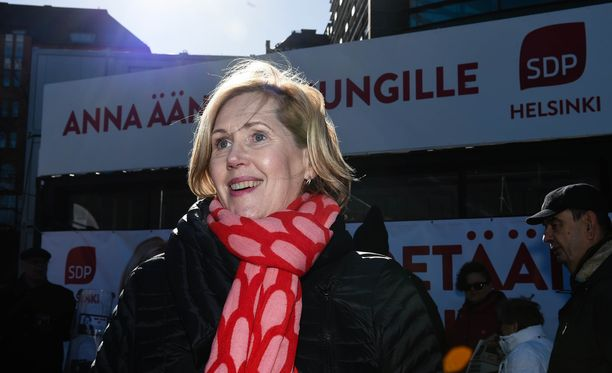 Tuula Haatainen nousi eduskuntaan ensimmäisen kerran jo 1996. Haatainen harrastaa maratonjuoksua ja kuvataiteita.
