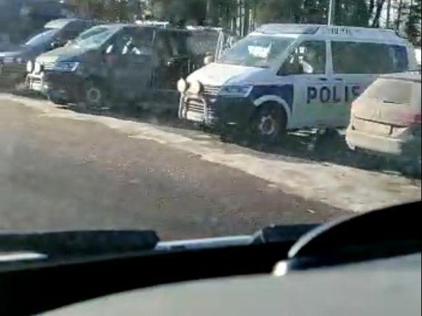 Ruskeasannan hautausmaalla Vantaalla oli maanantaina poliisioperaatio.