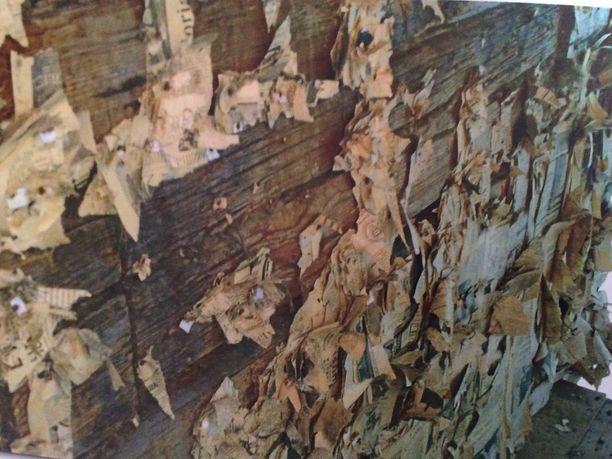 Rakenteista paljastui kerroksittain vanhaa paperia.
