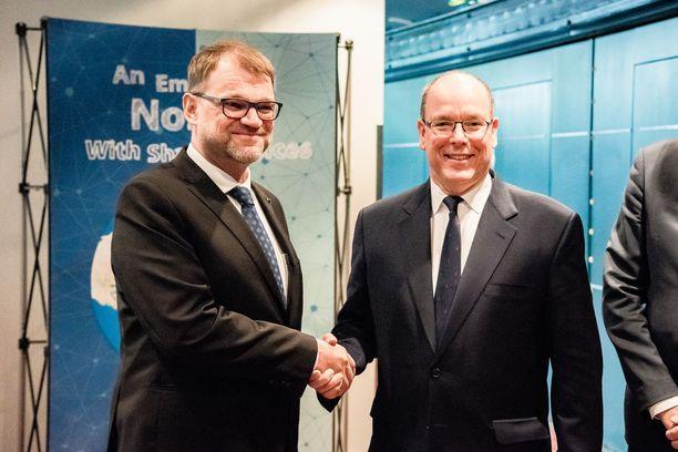 Ruhtinas tapasi Oulun-vierailunsa aikana myös pääministeri Juha Sipilän.