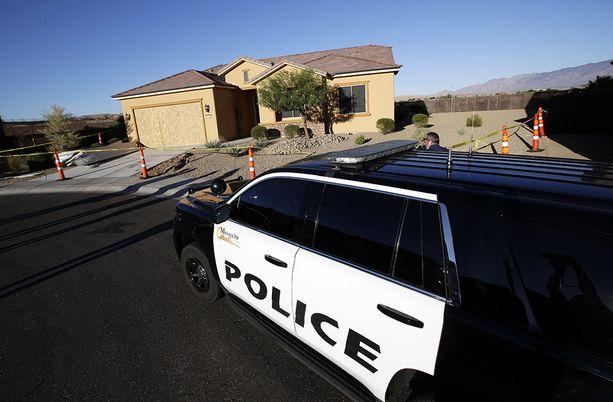 Poliisi eristi Mesquitessa sijaitsevan talon, joka oli ampujan ja hänen naisystävänsä viimeisin koti.