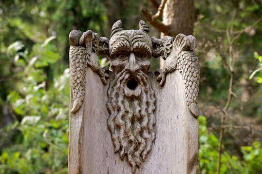Juodkranten Noitien kukkulaksi kutsuttu veistospuisto esittelee Liettuan pakanallisia perinteitä.