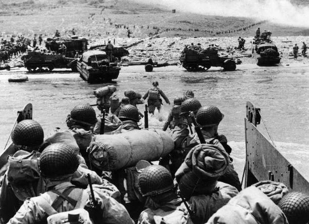 Saksassa tiedettiin, että maihinnousu tulisi, mutta sen uskottiin tapahtuvan Calaisin lähellä kanaalin kapeimmassa kohdassa.