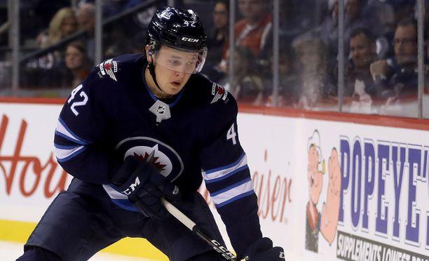 Kristian Vesalainen pääsi pelaamaan kaksi erää Winnipeg Jetsin suurimpien töhtien rinnalla.