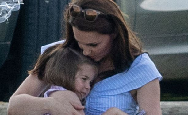 Herttuatar Catherine sylissään pikkuprinsessa Charlotte.