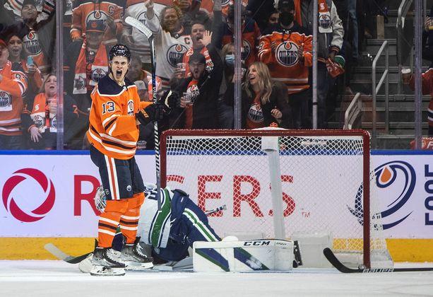 Oilersin kauden ensimmäinen kihautus syntyi Jesse Puljujärven lavasta.