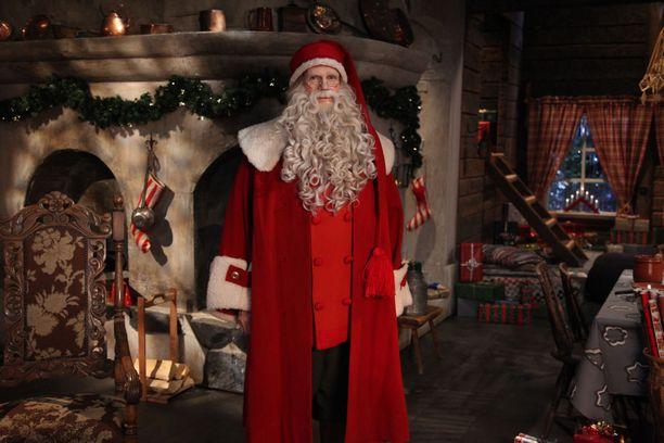 Joulupukki jututtaa lapsia jälleen jouluaattoaamuna.