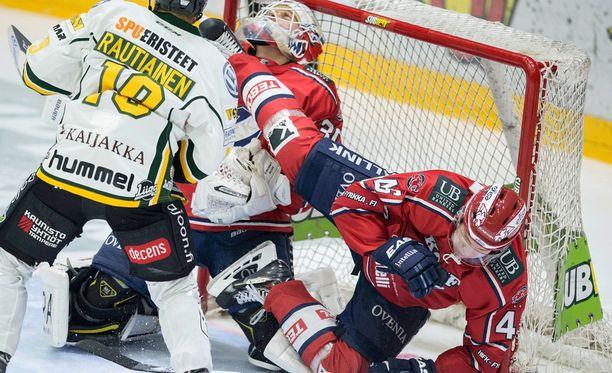 Helsingissä todistettiin tapahtumarikasta ottelua.