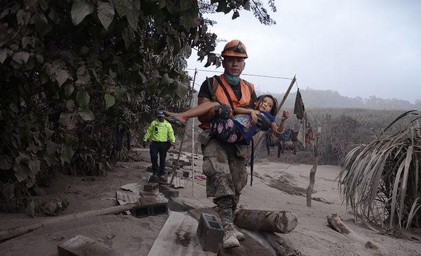 Guatemalan tulivuorenpurkauksessa on kuollut ainakin 25 ja loukkaantunut lähes 300.