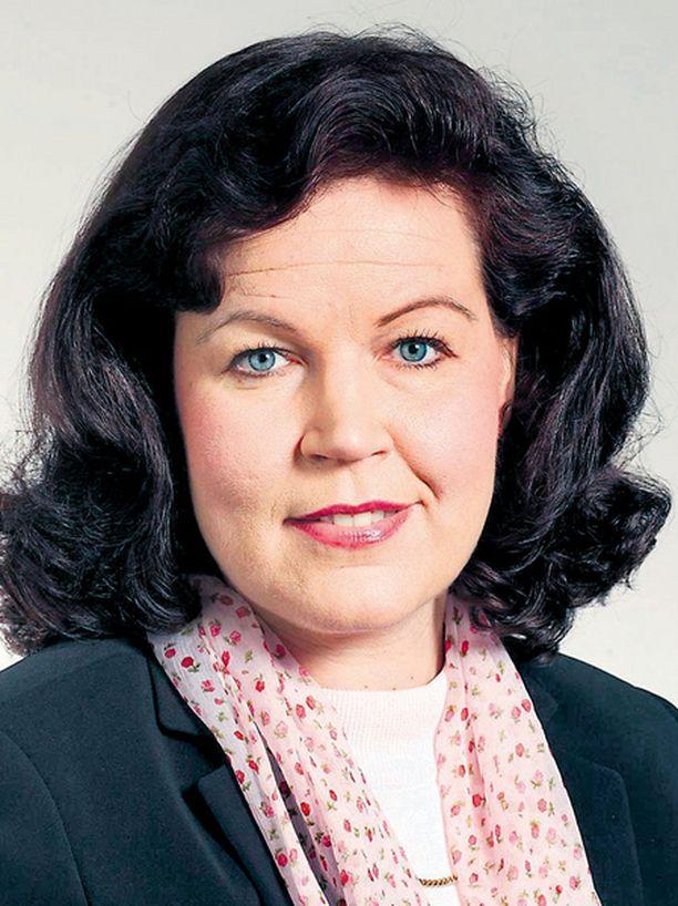 Poliisien nahistellessa keskenään olisi sisäministeri Anne Holmlundin puututtava huumepoliiseista nousseeseen kohuun.