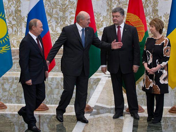 Vladimir Putin ja Petro Poroshenko tapasivat Valko-Venäjän Minskissä elokuun lopulla. Kuvassa myös Valko-Venäjän presidentti Aleksandr Lukashenka ja EU:n ulkosuhteiden edustaja Catherine Ashton.
